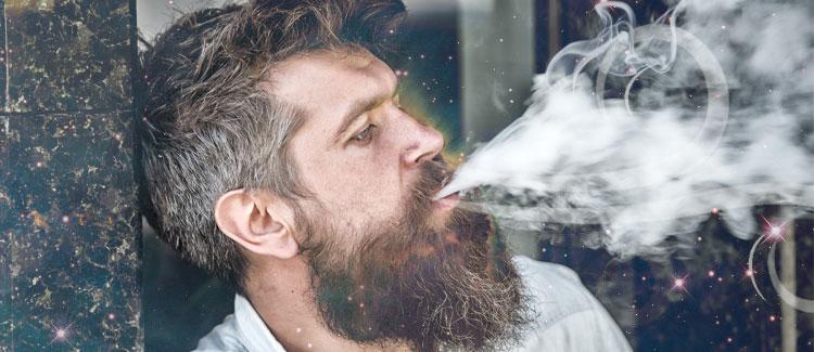 FUMA EN UNA ZONA VENTILADA O A CONTRAVIENTO