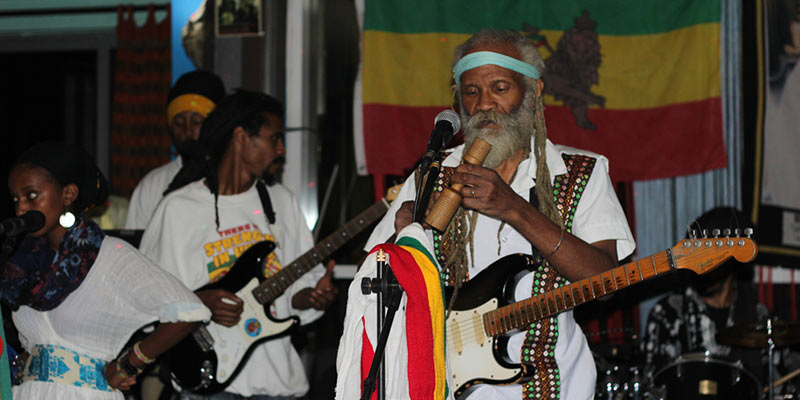 What do rastas believe? what practices do they follow?